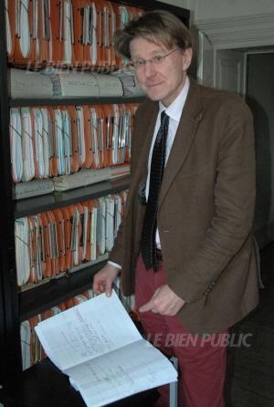 jean-francois-gary-genealogiste-professionnel-au-sein-de-la-succursale-dijonnaise-des-archives-andriveau-photo-b-l